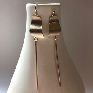 Jewelry - Curvy disc with cylinder bar earrings brass